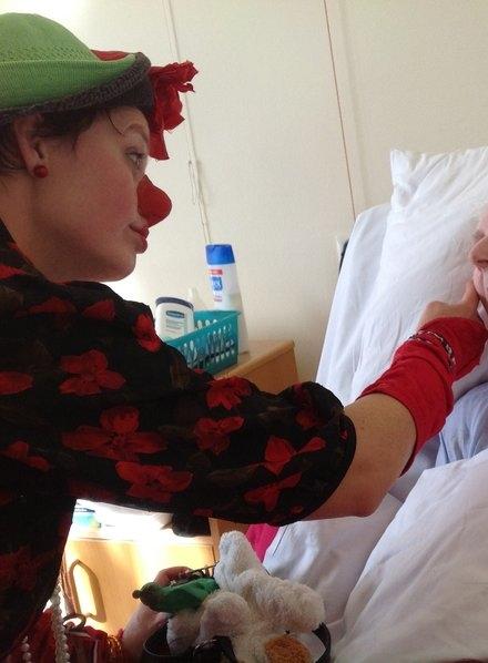 In zorgcentrum de Westerweeren te Bergambacht. Individuele bezoekjes op de appartementen bij cliënten die in een verzonken stadium van de dementie of terminaal zijn.